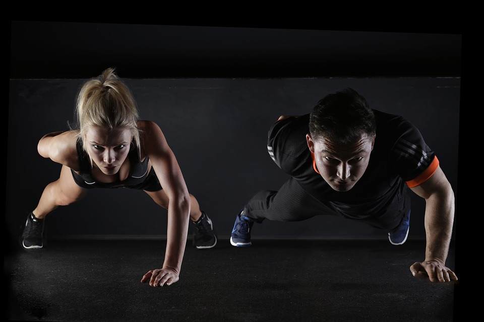 woman doing one-armed pushups