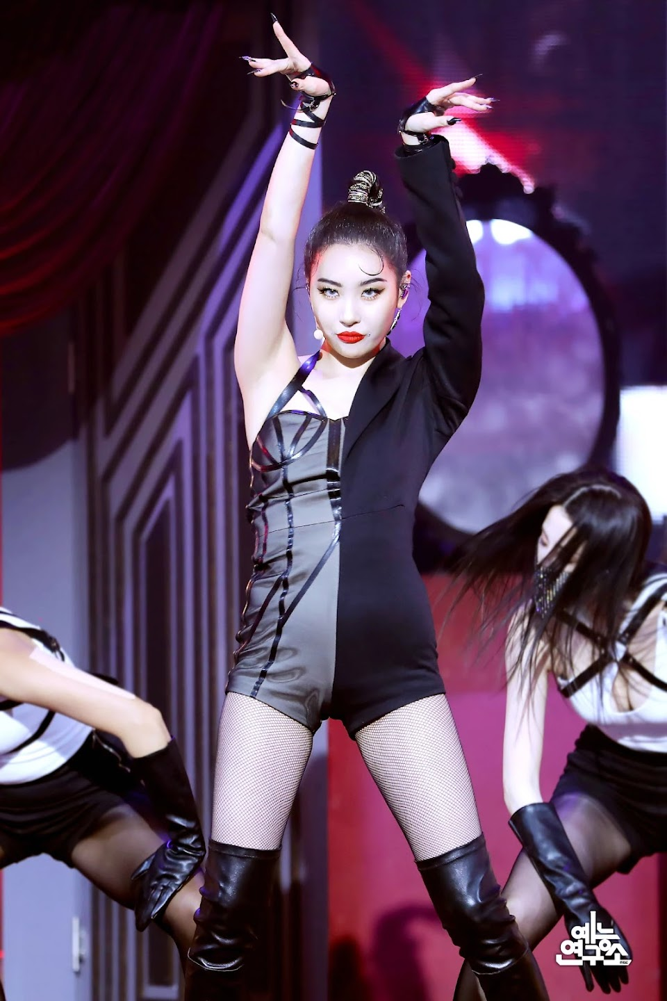 210227-Sunmi-Tail-at-Music-Core-documents-3