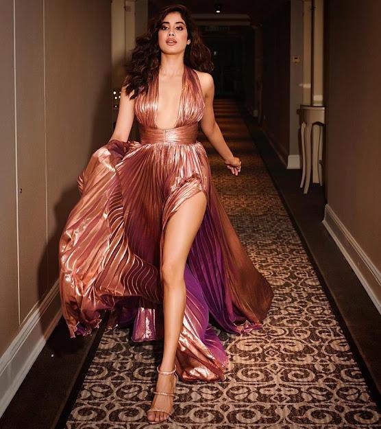 Janhvi Kapoor fashion, Janhvi Kapoor feet, Janhvi Kapoor legs, Janhvi Kapoor high heels, Janhvi Kapoor sandals