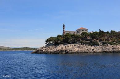 【世界の絶景】真っ青な海に美しい島々が散らばるクロアチアのコルナティ国立公園