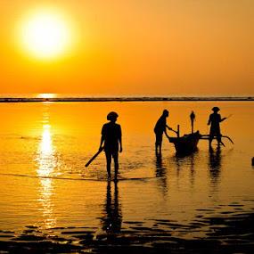 Sanur Fishermen by Agus Pranayoga - People Street & Candids ( bali, people )