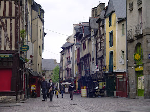 Photo: The old town ('ville rouge') around Place St-Michel is full of shops and restaurants.