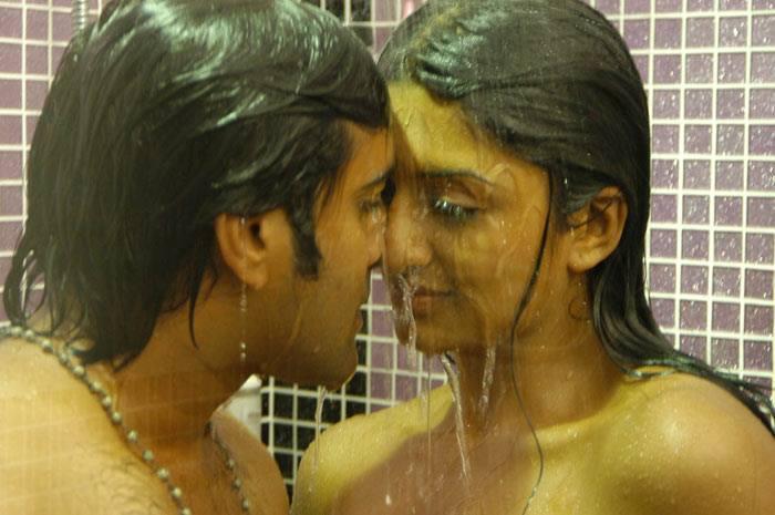 Vimala Raman shower scene, Vimala Raman hot scene, Vimala Raman sexy scene