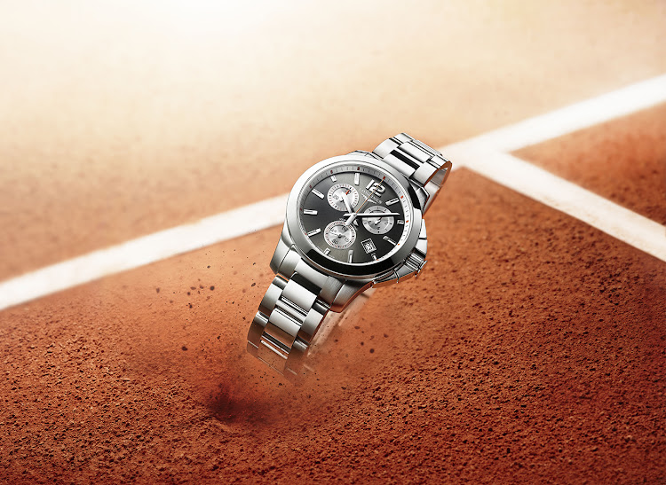 To mark the 10th French tennis open at Roland-Garros since the beginning of Longines' partnership with the FFT, the Swiss watchmaking brand is honouring tennis fans by launching a Conquest Roland Garros ladies model as well as the Conquest VHP for men