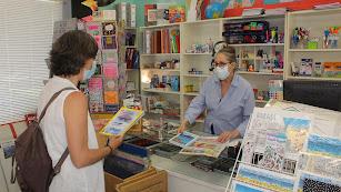 Una cliente ayer en Librería Zebras.