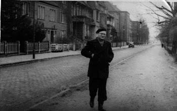 Photo: Chemielehrer Walter Rogge 1951/52,  fotografiert und bearbeitet von Foto AG (Elfriede Seel, Ingrid Goretzki jetzt Steinkopf)