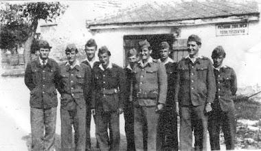 """Photo: Fiatal önkéntes tűzoltók a tűzoltószertár előtt (1960-es évek vége), balról jobbra (sorban a fejek):Fábik László, Ádám István, Décsi Vince, ifj.Livinka Stefán, Décsi Péter, Magyarics Gyula, id.Mészáros Lajos, Décsi László (Dici), Szép Kálmán (Cseccse) Az 1950-es években új tűzoltószertár épült a zárda falához """"ragasztva"""", az akkori mozi mögött. (A mozi helyén az óvoda új része épült.)"""