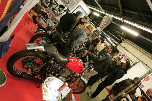 Le stand Machines et Moteurs le Vendredi soir à Moto Salon.