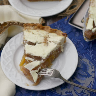 Spiced Sour Cream Peach Pie