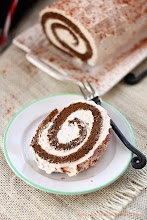 Photo: http://www.roxanashomebaking.com/gingerbread-roll-cake-recipe-25recipestoxmas/