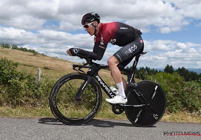 🎥 Christopher Froome maakt gelijktijdig met Van Aert weer kennis met 'oncomfortabele' fiets