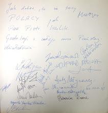 Photo: Wpis prof. Zbigniewa RELIGI, który po odczytaniu, entuzjastycznie podpisany został przez Gości Honorowych, Artystów, Sponsorów Balu i Dziennikarzy.