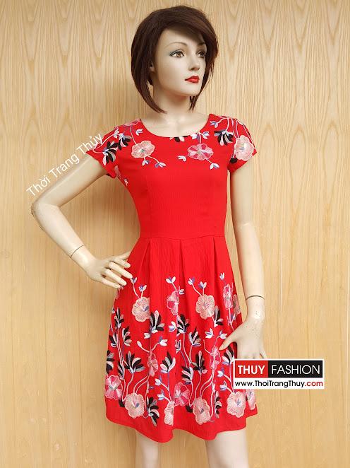 Váy xòe xếp ly họa tiết hoa thêu tông màu đỏ V421