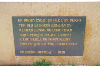 Photo: Versos en el monument de l'Avinguda Mistral