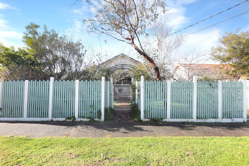 Photo of property at 32 Clapham Road, Hughesdale 3166