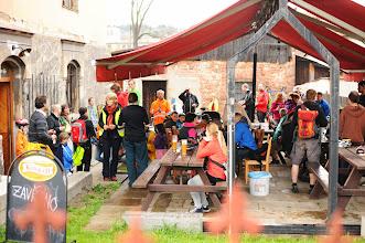 Photo: Bylo potřeba chvíli spočnout a občerstvit se, než jsme se vrhli na zakreslování do map v rámci worshopu Otevřená cyklompa  Autor: Milan Körber