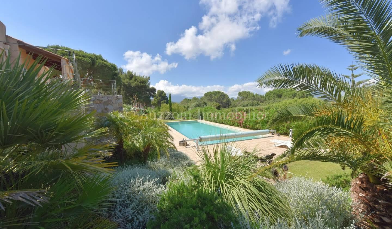 Propriété avec piscine et jardin Lumio