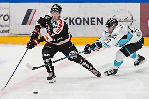 Kahdesti osunut Antti Suomela oli Pelicansille liian liukas pideltävä. (Kuva: Valokuvaamo Jiri Halttunen)