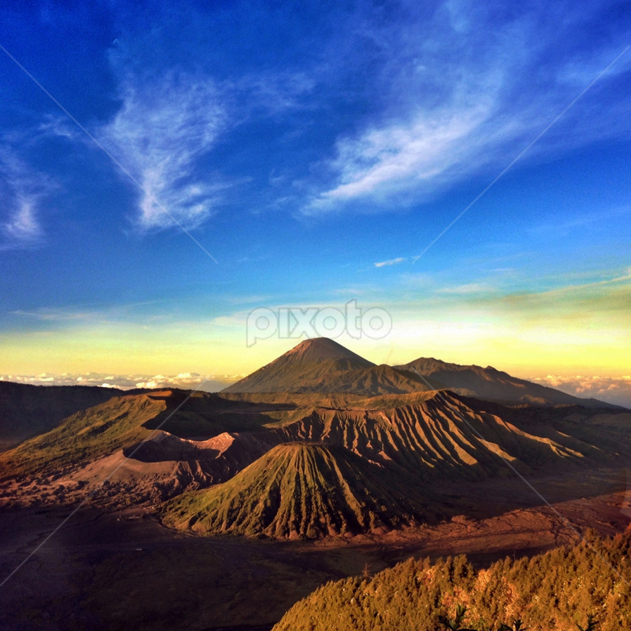 Bromo by Veronique Yang - Landscapes Mountains & Hills ( sky, broom, mountain, indonesia, travel )