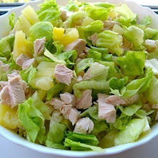 Slimming. Very easy and no less tasty salad.
