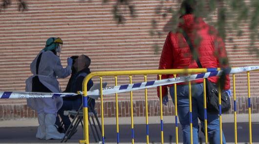 Almería recupera la movilidad con más de 100 positivos y un fallecido