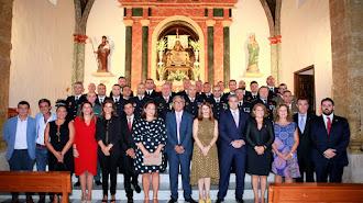 Miembros de la Junta Gestora junto a los agentes tras la misa