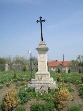 Photo: Krzyż na terenie przykościelnym