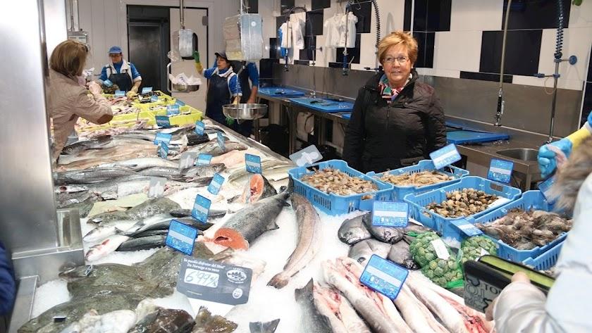 Las pescaderías ven como incrementa el precio del género de cara a los días de Navidad.