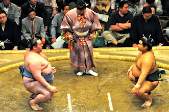 Photo: The opponents in the Sonkyo pose.