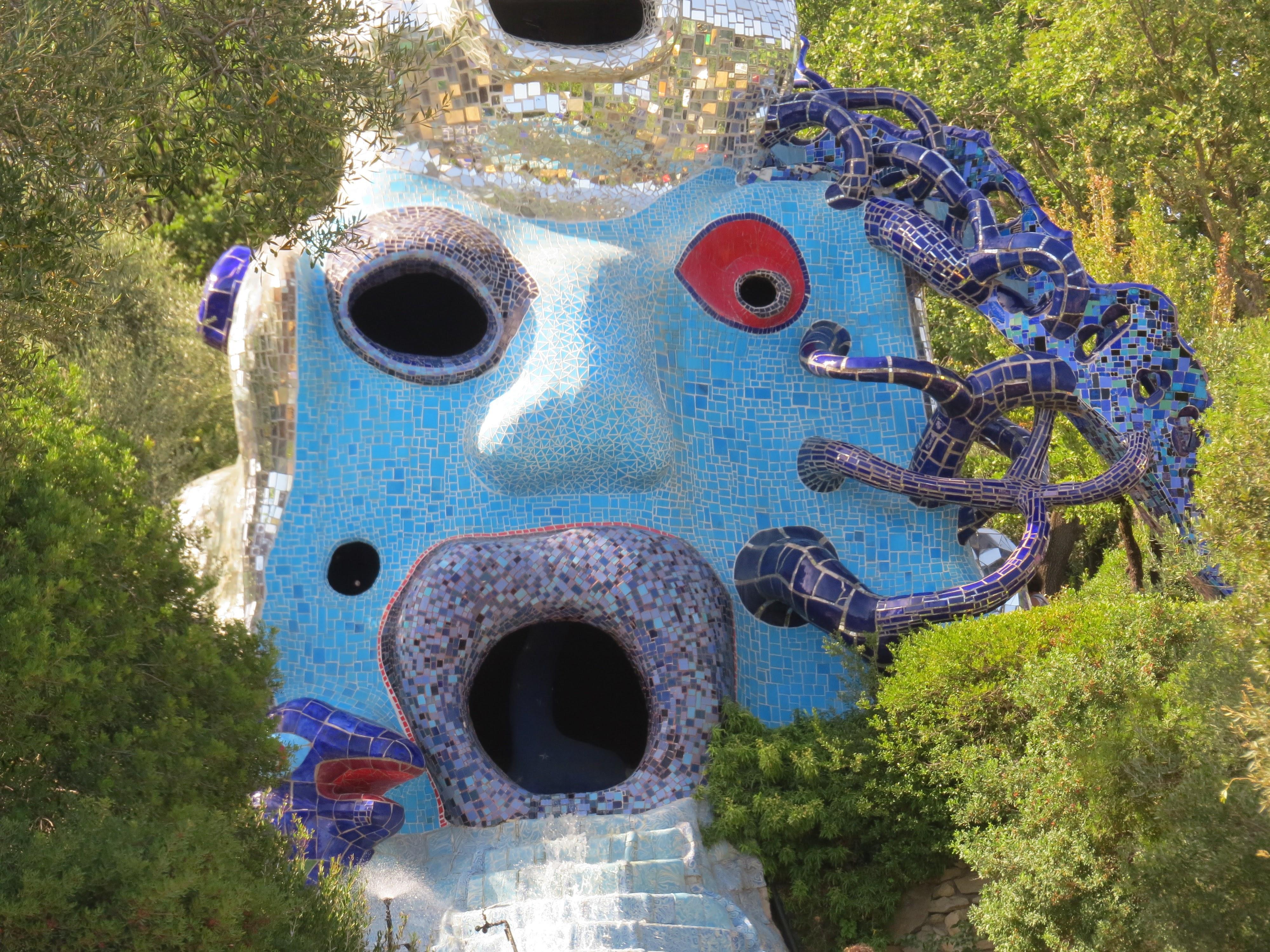 Niki de Saint Phalle, La Papessa ofde Pausin in de Giardino dei Tarocchi, Capalbio