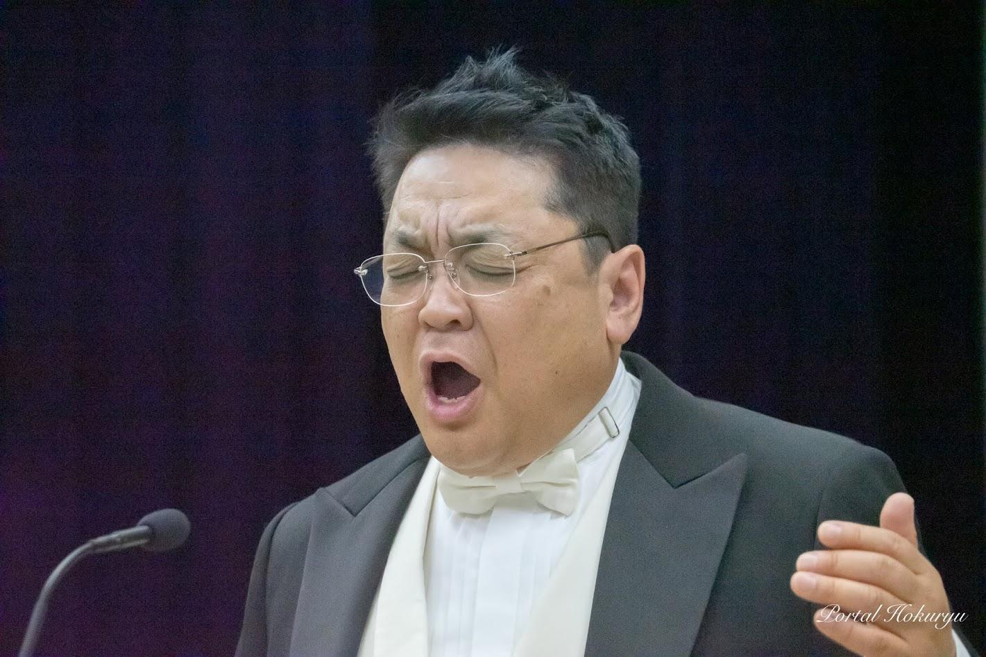 『ネッラ・ファンタジア』を歌う山本徹淨先生