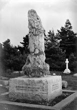 Photo: Wallace's grave in 1914, 1915 or 1916. Photographer: John H. Dawbin. First published: Marchant (1916). Scanned with permission from the original owned by the Wallace family. Copyright of scan: A. R. Wallace Memorial Fund & G. W. Beccaloni.