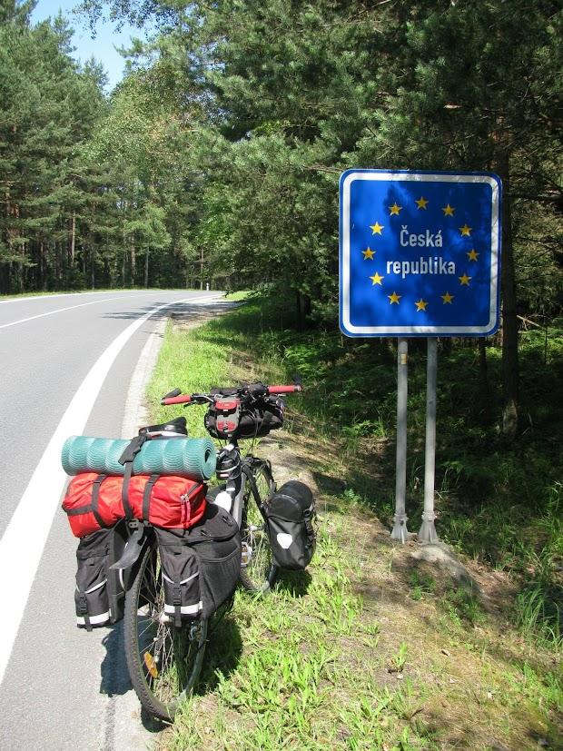 45-days-nomadic-biking-img13-bike-at-cseska-border