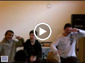 Video: Sensemaya à Orgerus - LA BAMBA et les élèves : la danse aussi...