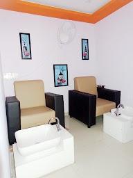 Stunning Unisex Salon & Spa photo 1