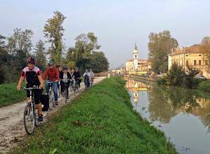 Photo: Zurück nach Montegrotto über Battaglia Terme, immer am Kanal entlang.