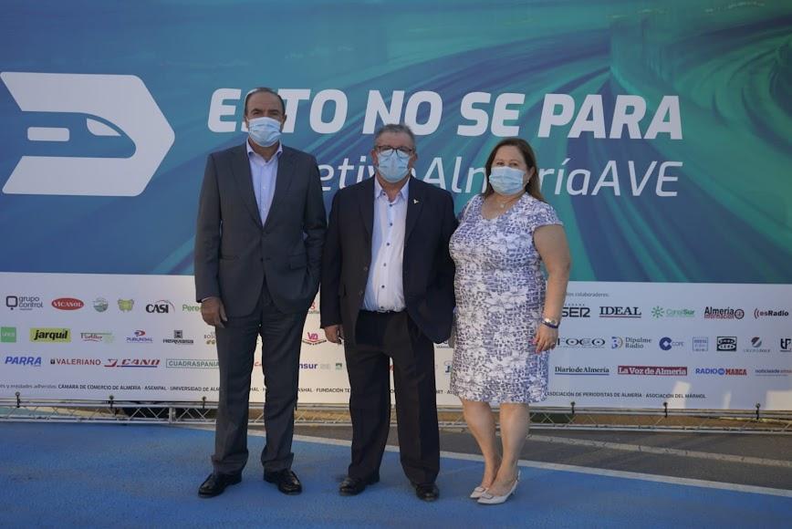 Juan Antonio González encabezó la delegación de Vicasol en el acto de ayer en la capital almeriense.