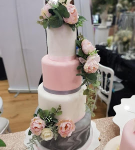 Grey marble and pink wedding cake
