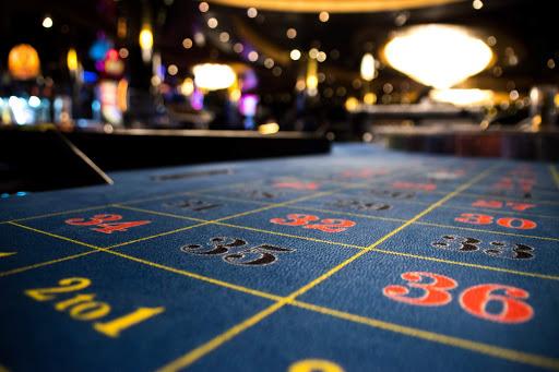 msc-magnifica-casino-craps.jpg - Try your luck at craps in the casino of MSC Magnifica.
