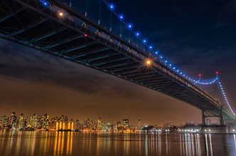 Photo: But all the colors mix together  #nyc  #bridge  #newyorkcityskyline  #mirrorsandreflections  #mirrormonday