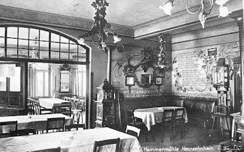 Photo: Innenansicht der Gaststätte Hammermühle Neunzehnhain bei Wünschendorf im Erzgebirge Sachsen -  Alte Postkarte von etwa 1920