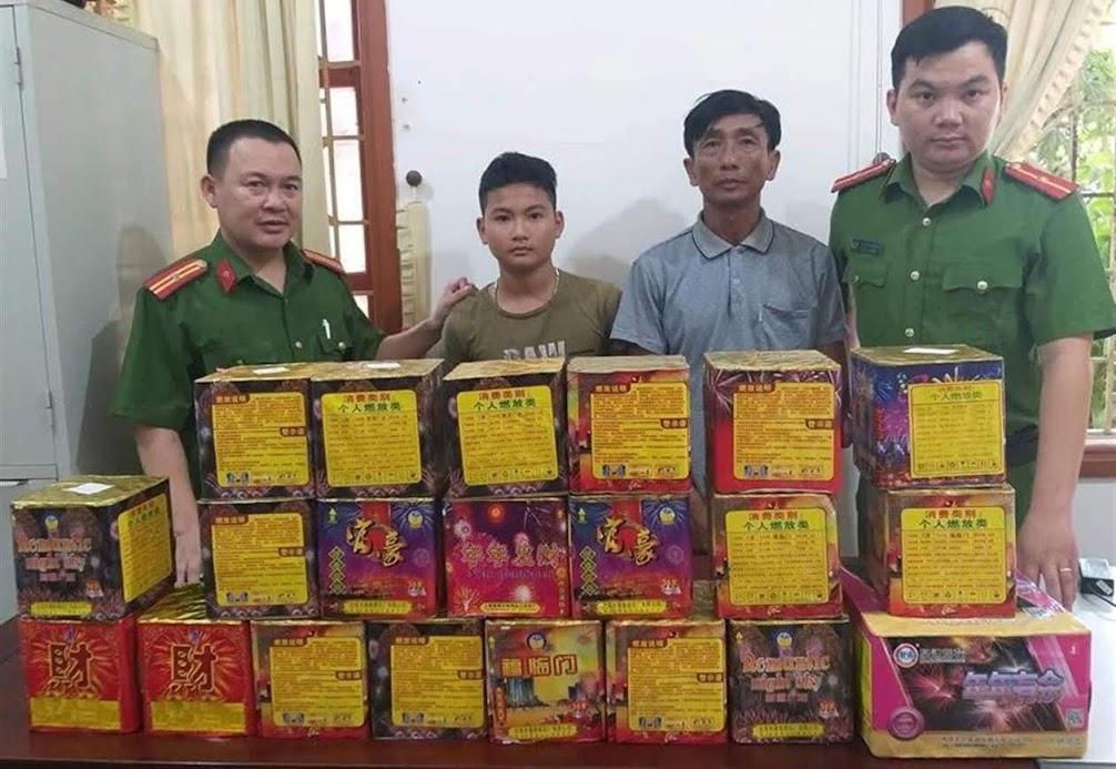 Công an huyện Đô Lương bắt giữ 2 đối tượng mua bán pháo trái phép