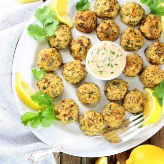 Healthy Tuna Cakes Recipe with Garlic Lemon Yogurt Sauce.