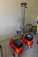 Photo: Pompes de circulation eau froide (Visite de chantier 2 Oct. 2014)