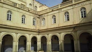 Interior del Hospital Provincial, cerrado al público desde hace años.