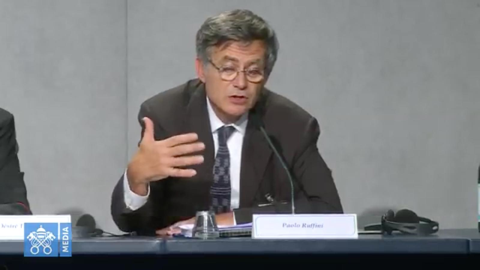 Tổng trưởng Bộ Truyền thông Vatican Paolo Ruffini làm nổi bật những nghị cụ thể của tài liệu đúc kết của Thượng Hội đồng 2018