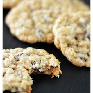Easy Vegan Oatmeal Raisin Cookies.