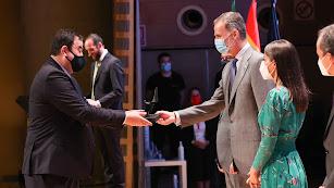Pedro Peleato, CEO de Seipasa, recoge el Premio Nacional de Innovación de manos de los reyes.