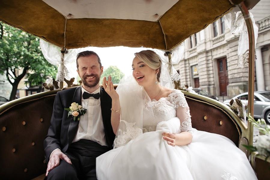 Wedding photographer Yarema Ostrovskiy (Yarema). Photo of 31.12.2016