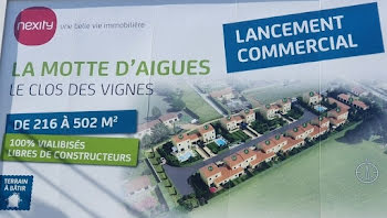 terrain à La Motte-d'Aigues (84)
